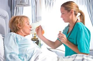 Как правильно ухаживать за лежачими больными